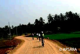 Cycling around Angkor – image 3