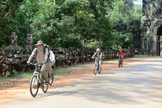 Cycling around Angkor – image 4